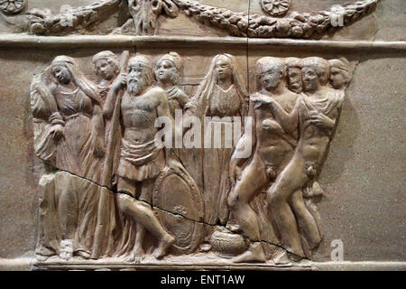 Urn of classical inspiration with scenes from the myth of Iphigenia miniature altar with double echinus. 5th century - Stock Photo