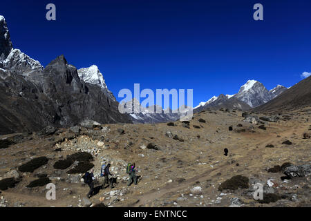 Trekkers on the Dusa Pass, near Dingboche village, Everest base camp trek, UNESCO World Heritage Site, Sagarmatha - Stock Photo