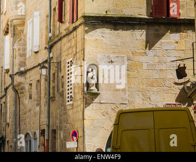 The historical town of Figeac in the Lot region of France is famous for its old merchants' houses with roof terraces. - Stock Photo