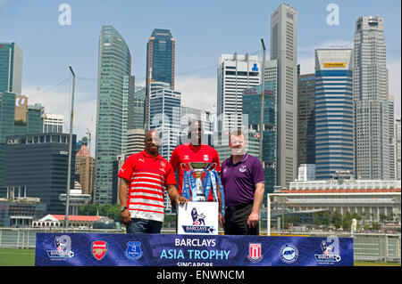 Singapore, Singapore. 12th May, 2015. Former Barclays Premier League (BPL) Arsenal player Ian Wright (L), former - Stock Photo