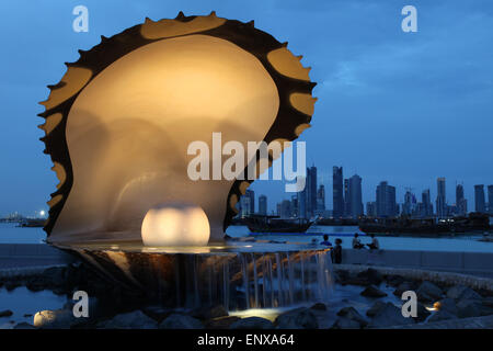 Pearl and oyster fountain in Doha - Stock Photo