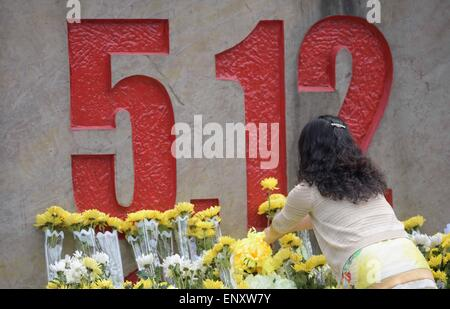 Beichuan, China's Sichuan Province. 12th May, 2015. A visitor mourns for victims of the Wenchuan Earthquake in Beichuan - Stock Photo