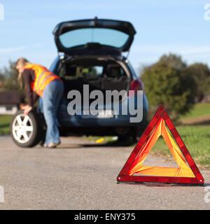 Reifenpanne am Auto - Stock Photo