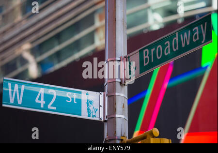 USA, New York, Manhattan, Road signs at the junction of Broadway and 42nd Street in the Theater District. - Stock Photo