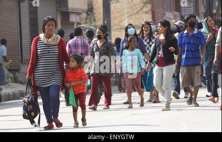 Kathmandu, Nepal. 12th May, 2015. People move to safer place after an earthquake in Kathmandu, Nepal, May 12, 2015. - Stock Photo