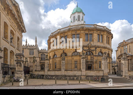 View from Broad Street on the Sheldonian Theatre, designed by Christopher Wren, in Oxford, England, Oxfordshire, - Stock Photo
