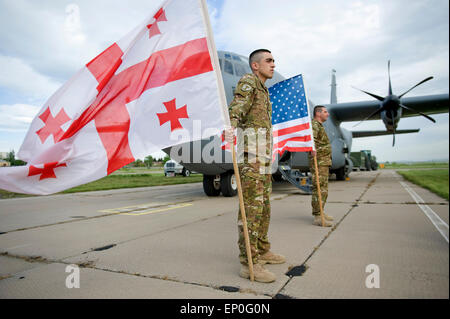 Georgian soldiers wait to welcome paratroopers from the 91st Cavalry Regiment 173rd Airborne Brigade for exercise - Stock Photo