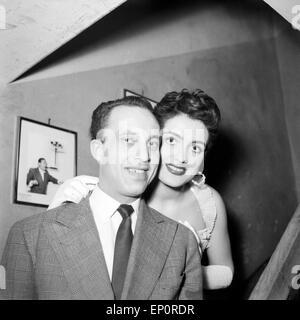 Porträt eines jungen Paares in Hamburg 1956. Portrait of a young couple in Hamburg 1956. - Stock Photo