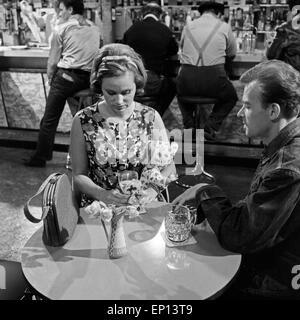 Campingplatz, Fernsehfilm, Deutschland 1964, Regie: Gustav Burmester, Darsteller: Liz Verhoeven, Ernst Jacobi - Stock Photo