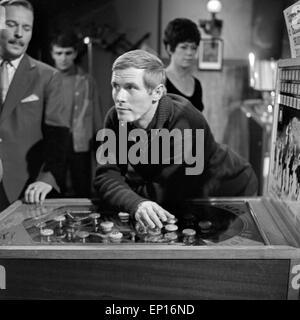 Anatomie eines Unfalls, Fernsehfilm, Deutschland 1965, Regie: Karl Heinz Bieber, Darsteller: Horst Naumann (links), - Stock Photo