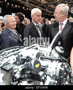Stuttgart, Germany. 13th May, 2015. The chairman of the board of Porsche SE, Martin Winterkorn (R)together with - Stock Photo