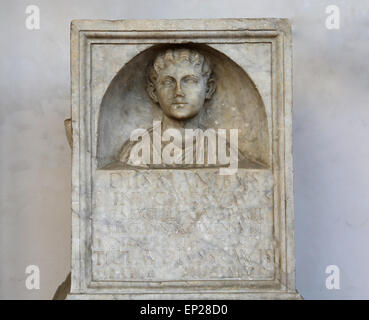 Funerary altar dedicated by Tiberius Claudius Suavis to his daugther Minucia Suavis, wife of Publiusa Sextilius - Stock Photo