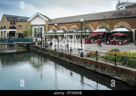 The River Chelmer running through Chelmsford City centre. - Stock Photo