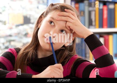 Mädchen denkt nach - Stock Photo