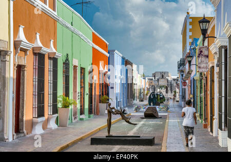 Colonial Spanish houses, sculpture by artist Almanzor, street art display at Calle 59 pedestrian area in Campeche, - Stock Photo