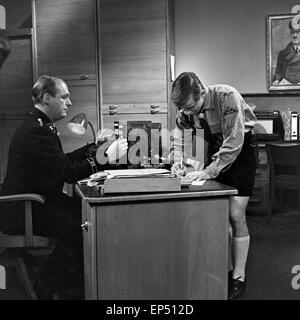Spielszene zum Fach 'Geschichte' im Rahmen des Schulfernsehens des NDR in Hamburg, Deutschland 1960er Jahre. Scene of the subjec