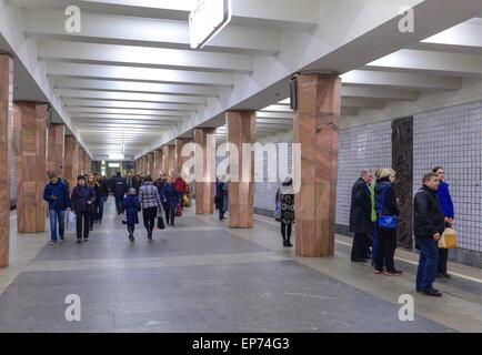 Moscow, Russia. 5th May, 2015. Passengers at Kaluzhskaya Station of the Moscow Metro. The Moscow Metro celebrates - Stock Photo