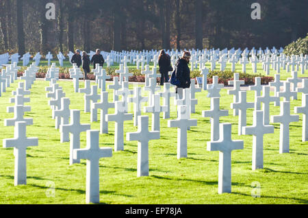Visitors at the graves or more than 5000 US soldiers at the Luxembourg American Cemetery and Memorial who died during - Stock Photo
