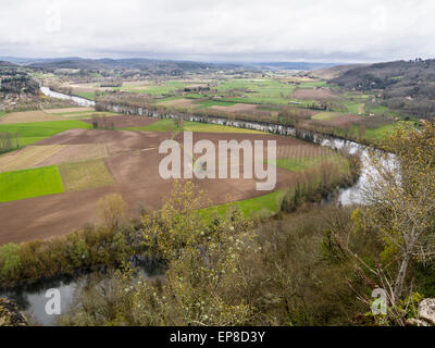 A curve in the River Lot: Countryside around Domme. A view from the village of Domme, high above the curving Dordogne - Stock Photo