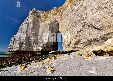 France, Normandy: Giant chalk rock cliffs in Étretat - Stock Photo