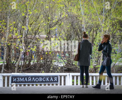 Moscow, Russia. 14th May, 2015. Passengers at Partizanskaya metro station. The Moscow Metro celebrates its 80th - Stock Photo