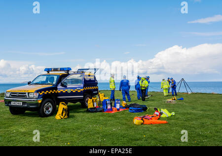 Coastguard emergency cliff rescue workers training on the cliffs at Dunbar, Scotland. - Stock Photo