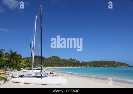 Segelboote am Strand im Urlaub - Stock Photo