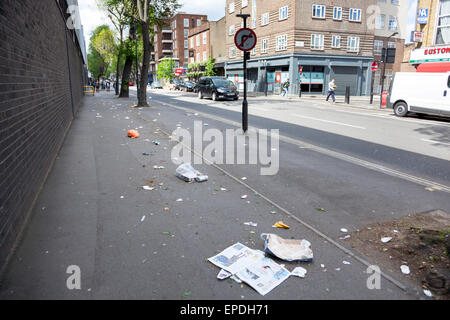 Scattered litter on the pavement - London, England - Stock Photo