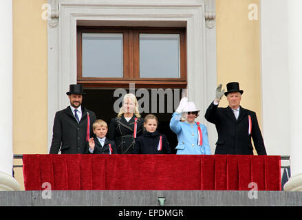 Oslo, Norway. 17th May, 2015. Norway's royal family watch a parade marking the country's Independence Day in Oslo, - Stock Photo