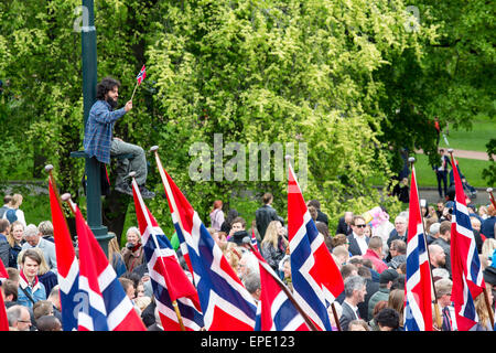 Oslo, Norway, 17th May 2015. The Norwegian Royal family greet groups of school children to celebrate the 17th May - Stock Photo