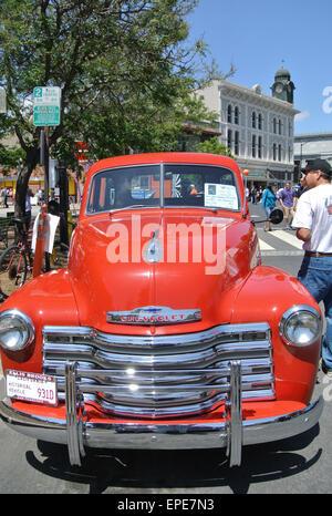 Petaluma, California, USA. 17th May, 2015. vistor to classic american car show in Petaluma views 1950 chevy during - Stock Photo