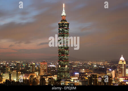 Taipeh Taiwan Panorama mit Taipei 101 - Stock Photo