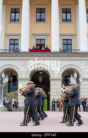 Oslo, Norway. 17th May, 2015. Atmosphere at the National day celebrations at the Royal Palace in Oslo, Norway, 17 - Stock Photo