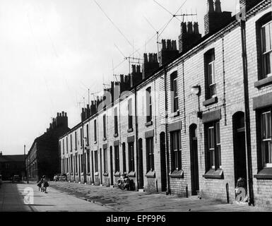 Admiral Grove, Liverpool, Merseyside. No. 10 Admiral Grove is the family home of Beatle Ringo Starr. July 1964. - Stock Photo