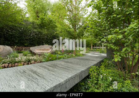 2015 RHS Chelsea Flower Show Opening Day, Royal Hospital Chelsea, London, UK. 18th May, 2015. The Brewin Dolphin - Stock Photo