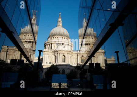 St Paul's Cathedral at Sunrise Reflected in One New Change, The City, London, England, UK - Stock Photo