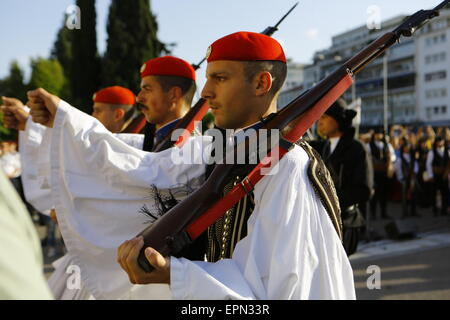 Athens, Greece. 19th May 2015. Evzones (Greek Presidential Guard) perform the Changing of the Guard ceremony at - Stock Photo