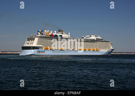"Mega Cruise ship ""QUANTUM OF THE SEAS"" ( 347.08 mtrs long - launched in 2014 - 4,100 passengers - 18 decks ) Palma - Stock Photo"