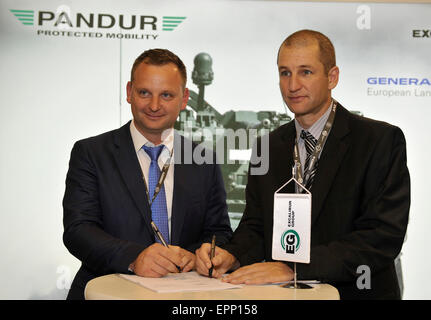Brno, Czech Republic. 20th May, 2015. Head of the company Excalibur Army Petr Kratochvil, left, and Israel's Rafael - Stock Photo