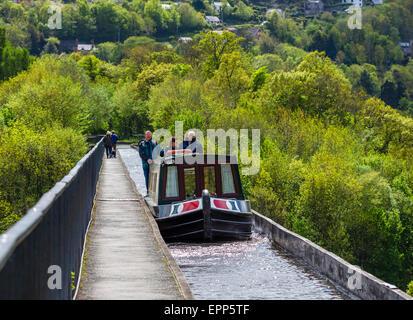 Narrowboat on the Pontcysyllte Aqueduct, Froncysllte, near Llangollen, Denbighshire, Wales, UK - Stock Photo