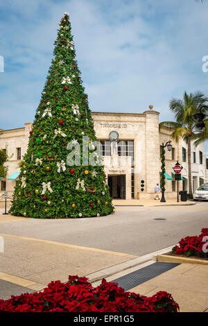 Florida Palm Beach Worth Avenue Christmas tree by Tiffany & Co jewelry store shop poinsettias - Stock Photo