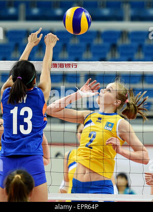 Tianjin, China. 21st May, 2015. Lyudmila Issayeva (R) of Kazakhstan competes during the group D match against the - Stock Photo