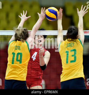Tianjin, China. 21st May, 2015. Kim Heejin (C) of South Korea competes during the group D match against Australia - Stock Photo