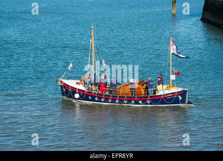 Ramsgate, Kent, UK. 21st May, 2015.former Aldeburgh Lifeboat and veteran of the Dunkirk evacuation leaving Ramsgate - Stock Photo