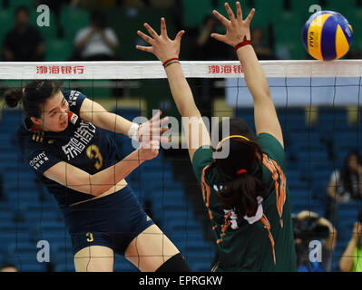 Tianjin, China. 21st May, 2015. Yang Fangxu (L) of China competes during the group A match against India at the - Stock Photo