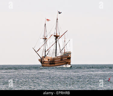The Mayflower II, a replica of the original pilgrim ship Mayflower departs Buzzards Bay as it heads back to homeport - Stock Photo