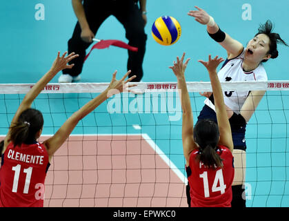 Tianjin, China. 21st May, 2015. Park Jeongah (R) of South Korea spikes the ball during a Group D match against Philippine - Stock Photo