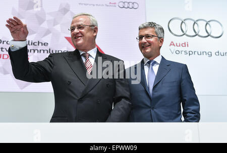 Neckarsulm, Germany. 22nd May, 2015. Chairman of the board of directors of Audi AG, Rupert Stadler (R) and chairman - Stock Photo