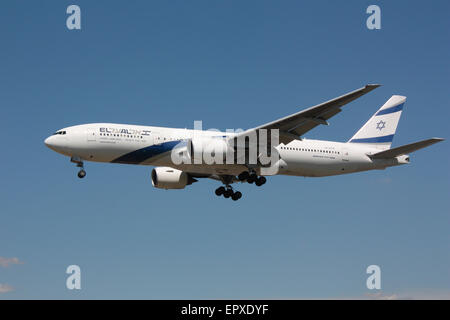 Commercial air travel. El Al Israel Airlines Boeing 777-200ER passenger aeroplane on approach - Stock Photo