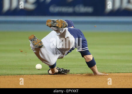 Los Angeles, CA, USA. 22nd May, 2015. San Diego Padres shortstop Clint Barmes #12 can't stop the grounder in the - Stock Photo